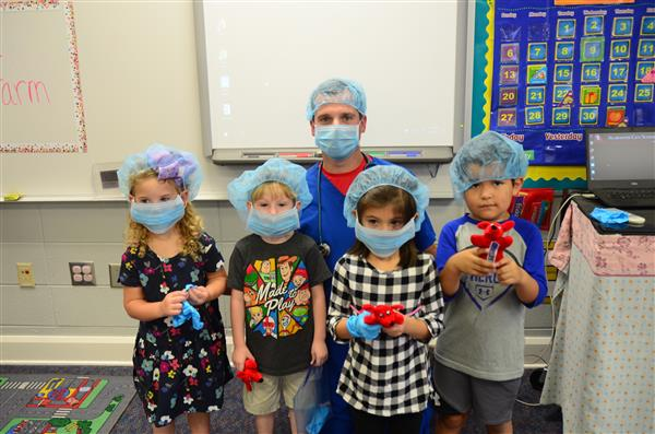 Pre-K Students Dress Up Like Veterinarians