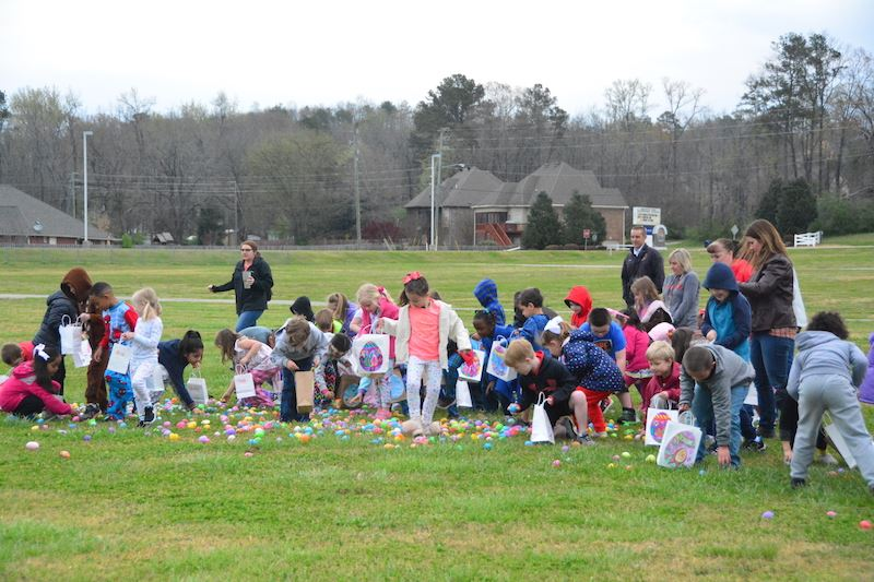 MVES Kindergarteners Hunt for Prizes at Egg Drop
